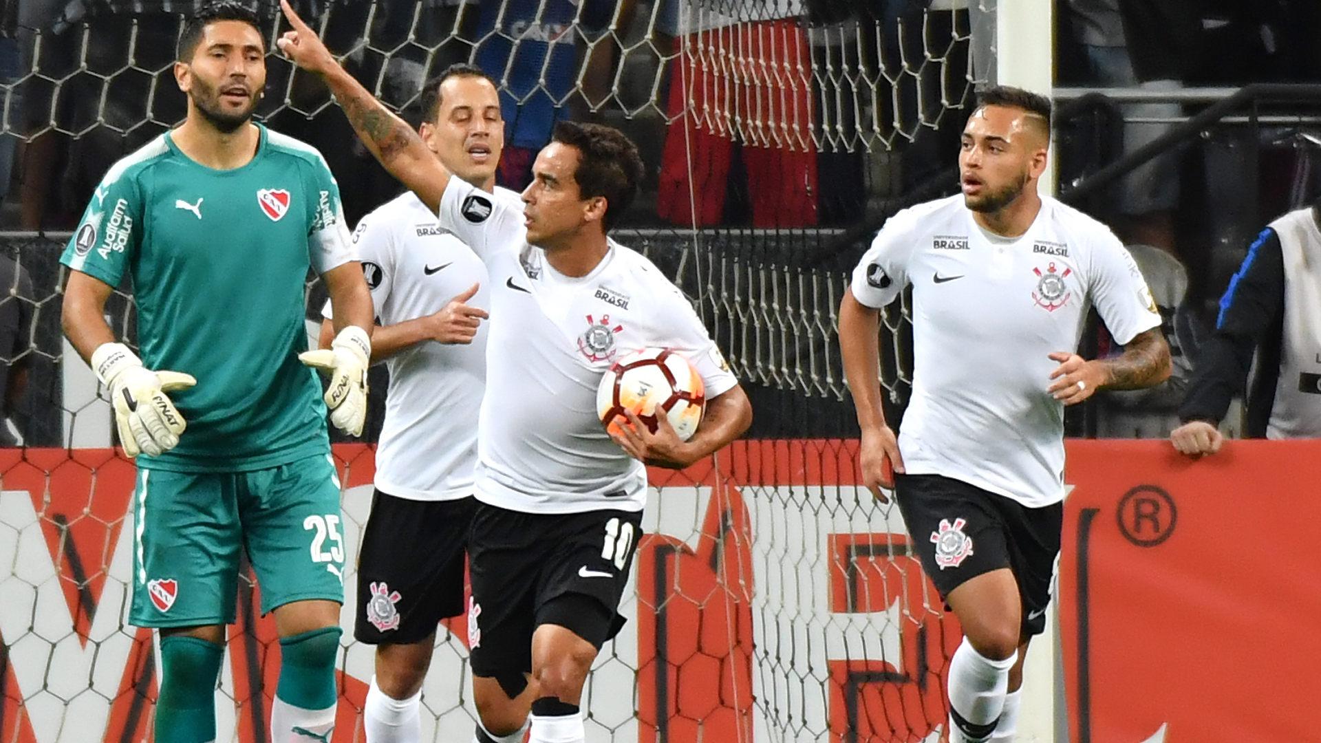 Rodriguinho volta a treinar, mas Carille ainda não esboça Corinthians