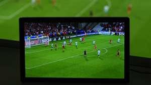 Fußball im TV Livestream Fernseher Kamera