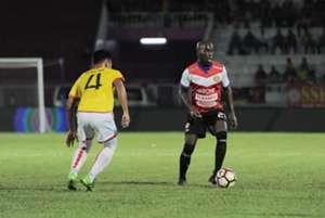 Kelantan's Morgaro Gomis (right) playing against Selangor 25/2/2017