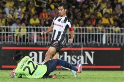 Pahang's Matthew Davies trying to score against Perak 21/1/2017