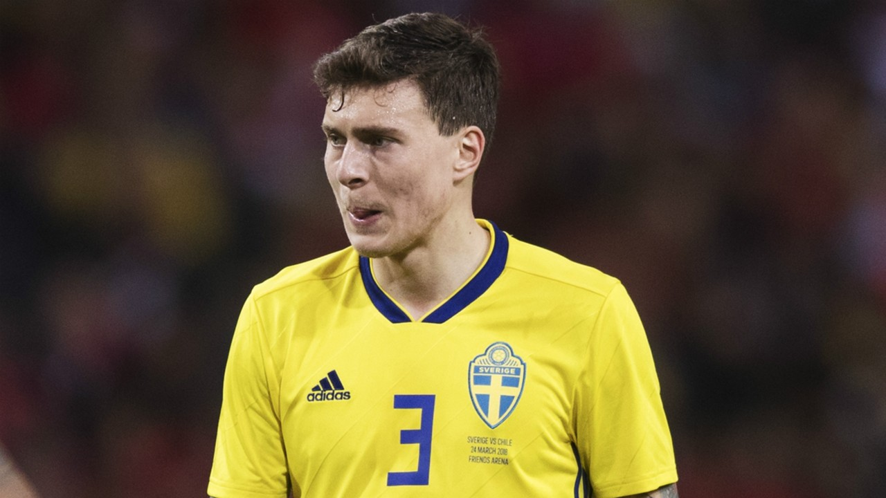 Man Utd news: Sweden play down Lindelof injury fears after he's taken off at half-time of win over Turkey