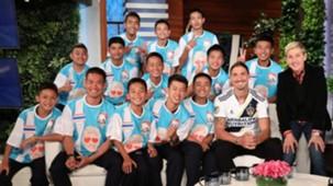 Zlatan Ibrahimovic participa de programa com garotos tailandeses