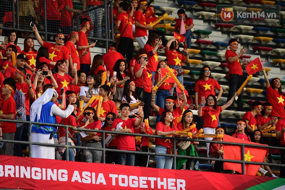 CĐV Việt Nam Zayed Sports City UAE Asian Cup