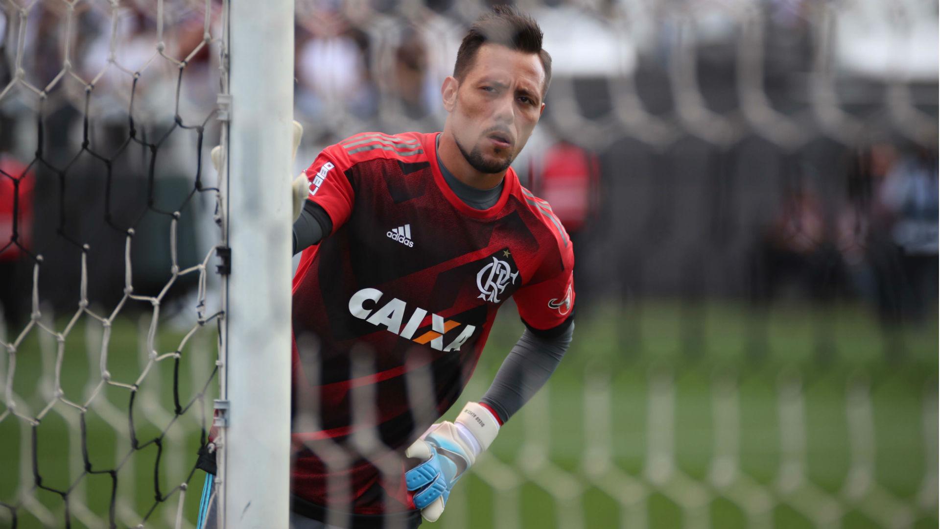 Diego Alves é liberado por Departamento médico do Fla