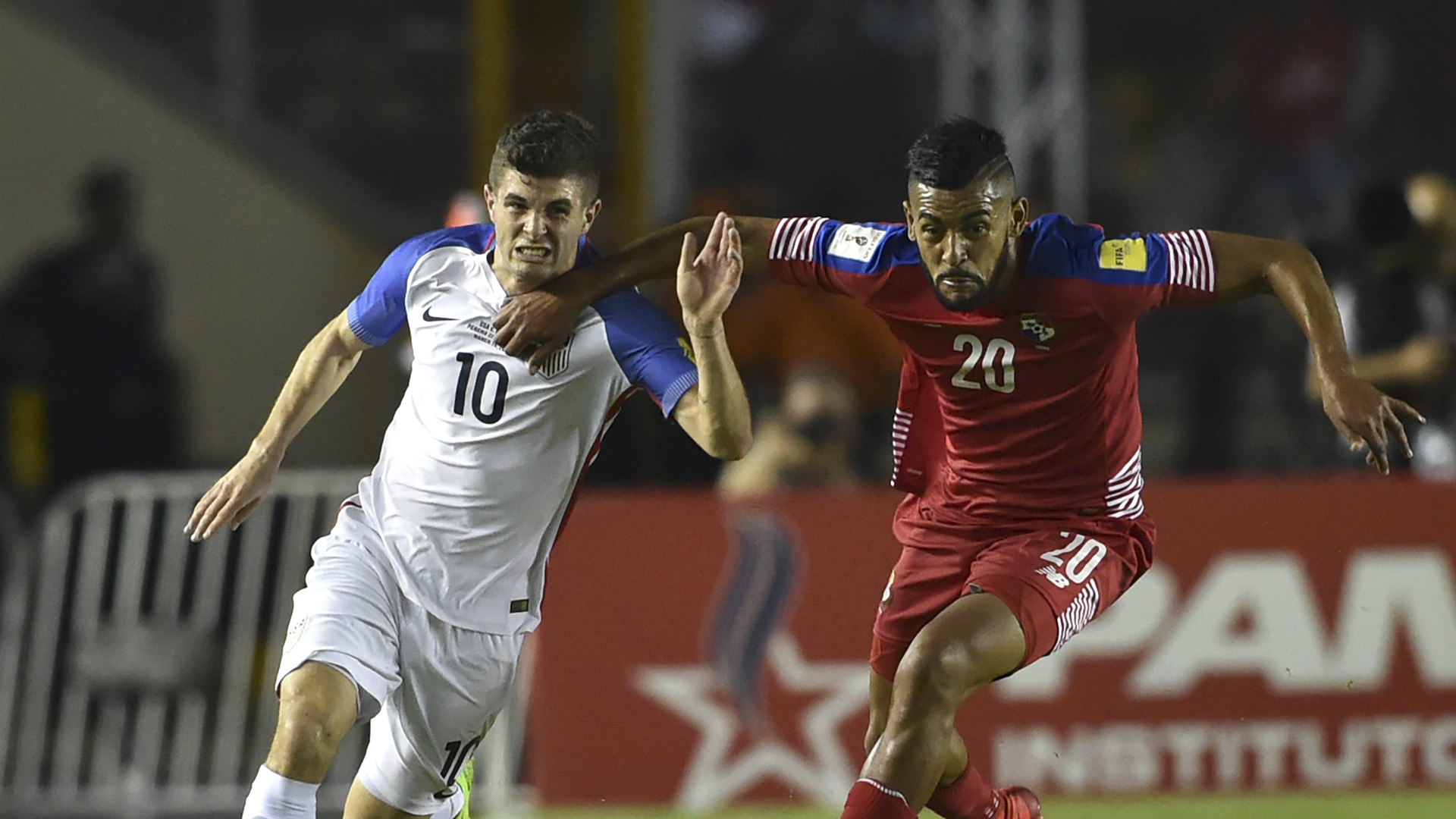 Christian Pulisic Anibal Godoy USA Panama 03282017