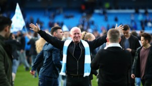 Manchester City Pitch Invasion   24042018