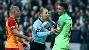 Cuneyt Cakir Fernando Muslera Besiktas Galatasaray
