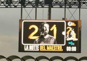 <p>อันเดรีย ปิร์โล เชิญอดีตเพื่อนร่วมทีมมากมายมาที่ซาน ซิโร เพื่อร่วมลงเล่นในเกมอำลาสนามของเขาในชื่อ 'La Notte Del Maestro(ค่ำคืนแห่งมาเอสโตร)' โดยสกอร์เสมอกันไปสวย ๆ ที่ 7-7 ส่วนจะมีใครมาร่วมงานบ้างนั้น เราเก็บภาพมาฝากกันที่นี่</p>