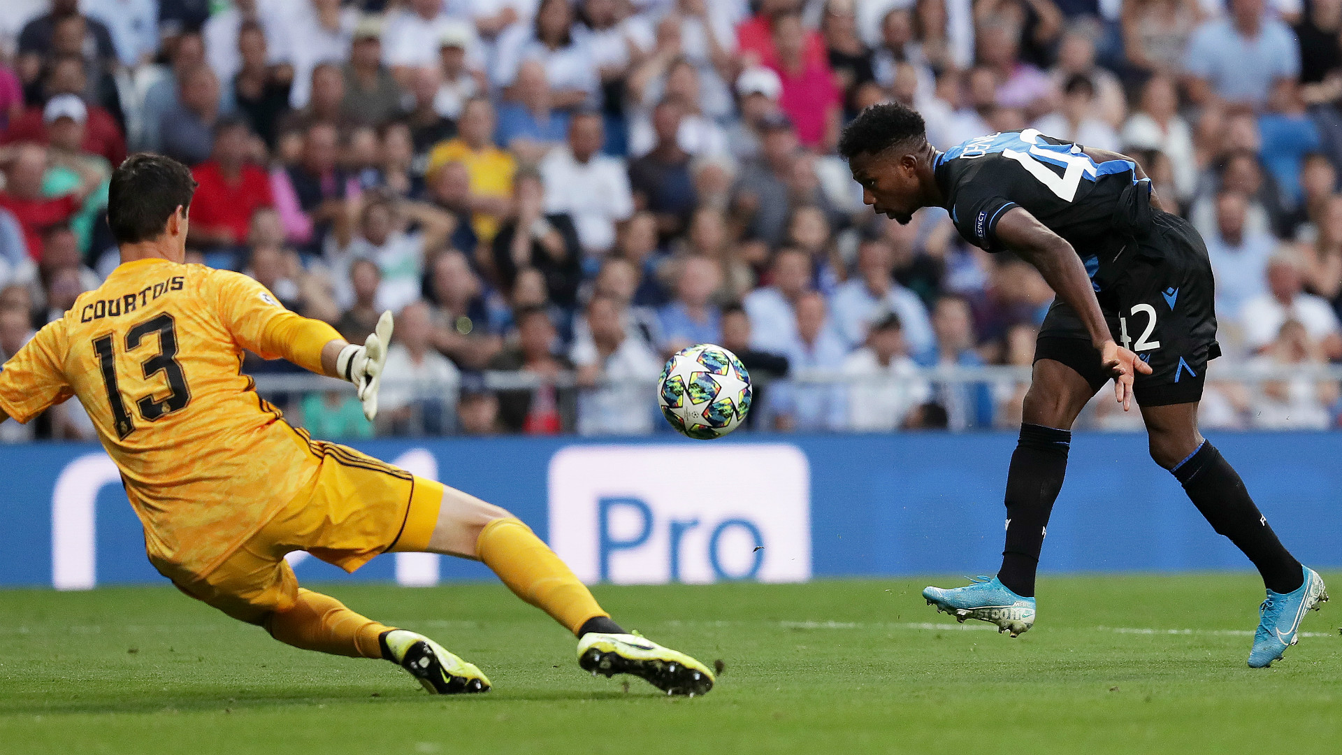 THIBAUT COURTOIS REAL MADRID EMMANUEL DENNIS CLUB BRUGGE UEFA CHAMPIONS LEAGUE 01102019