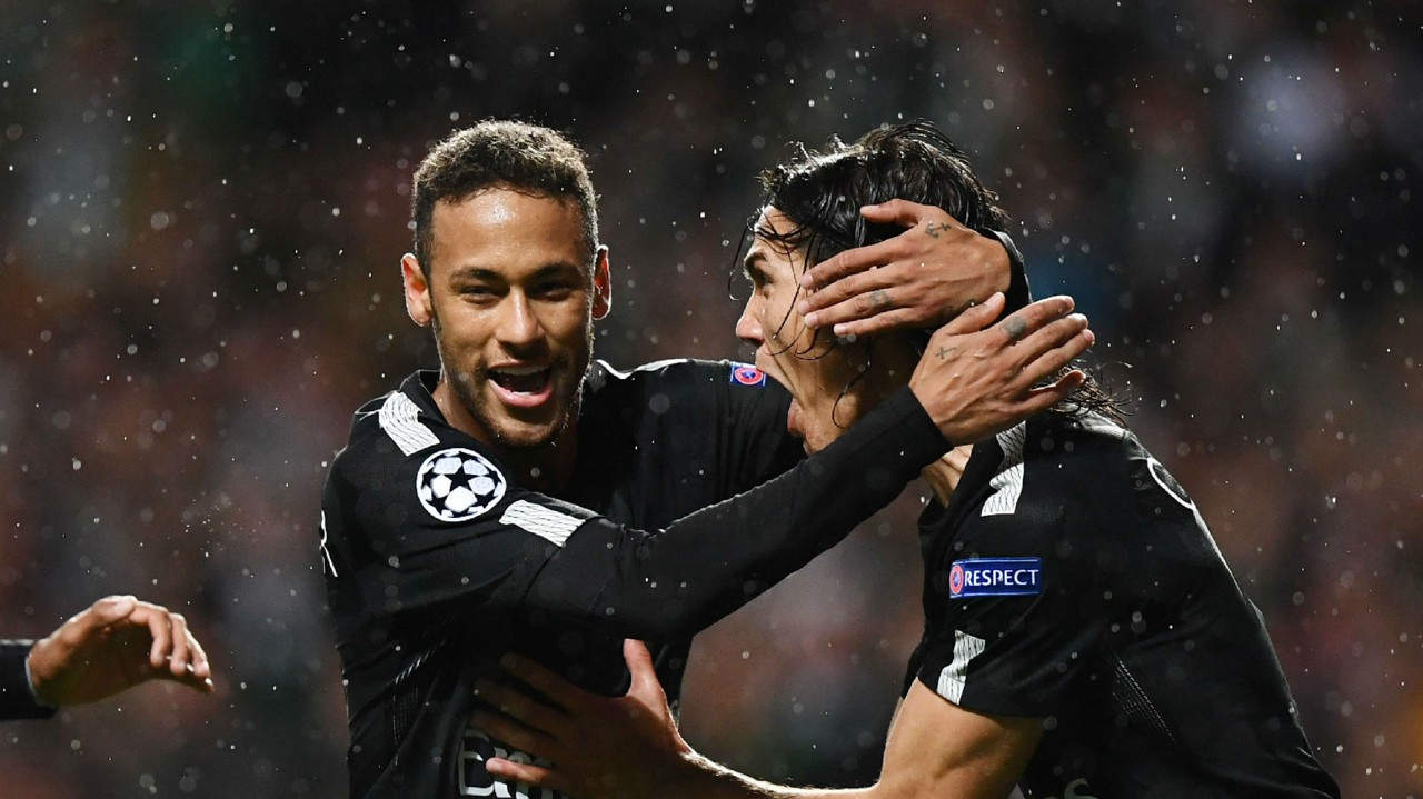VIDEO Neymar goes to take PSG penalty — but Edinson Cavani waves