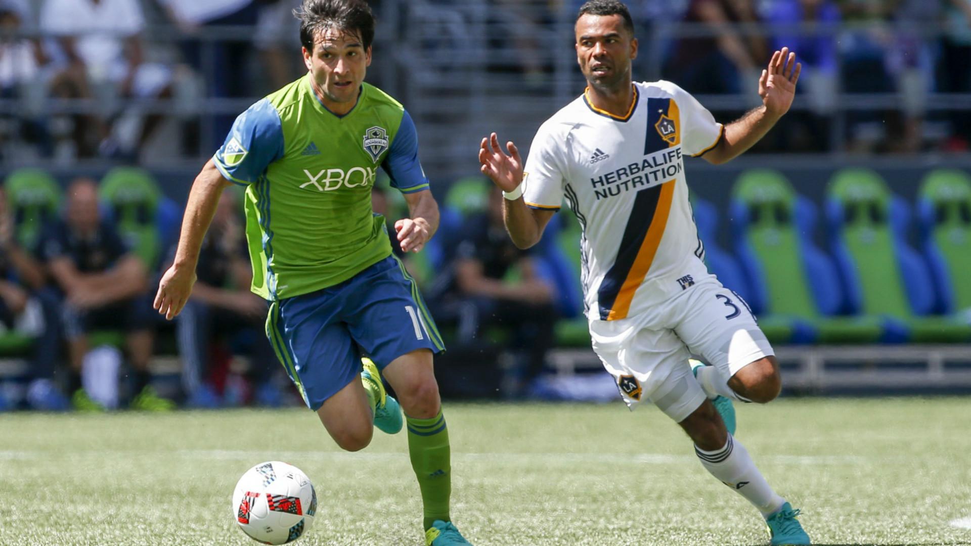 Nicolas Lodeiro Ashley Cole MLS Seattle LA 07312016