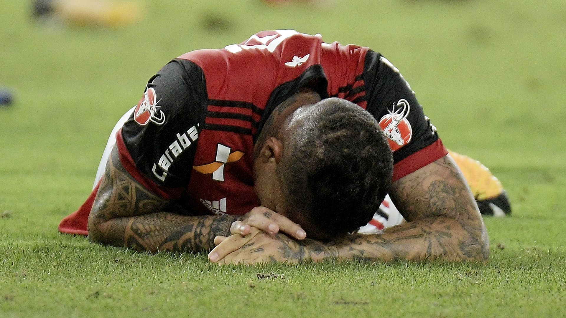 Paolo Guerrero Flamengo 12102017