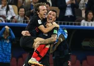 Gelandang Real Madrid Luka Modric sukses menyabet gelar Pemain Terbaik Piala Dunia 2018 sementara Raphael Varane menggondol trofi sepakbola paling bergengsi sejagat tersebut ke Prancis. Bagaimana rapor para bintang Los Blancos di Rusia? Simak selengkap...