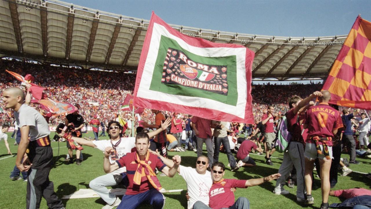 Sicuramente per Eusebio Di Francesco, il 17 Giugno 2001 sarà comunque una giornata indimenticabile. Roma - Parma 3-1 è stata la partita che ha garantito il terzo scudetto della storia ai Giallorossi. Foto: Getty.