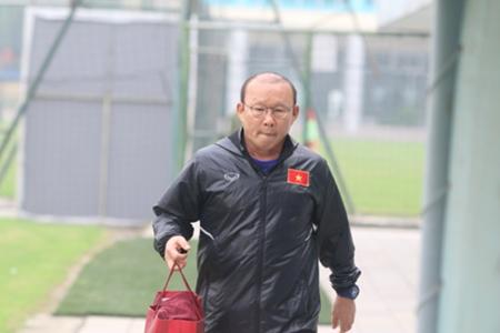 HLV Park Hang-seo và trợ lý Lee