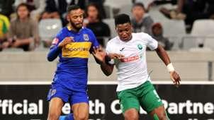Mhlengi Cele of AmaZulu takes on Taariq Fielies of Cape Town City