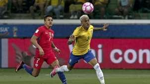 101017 wcq Brasil Chile Dani Alves Alexis Sánchez