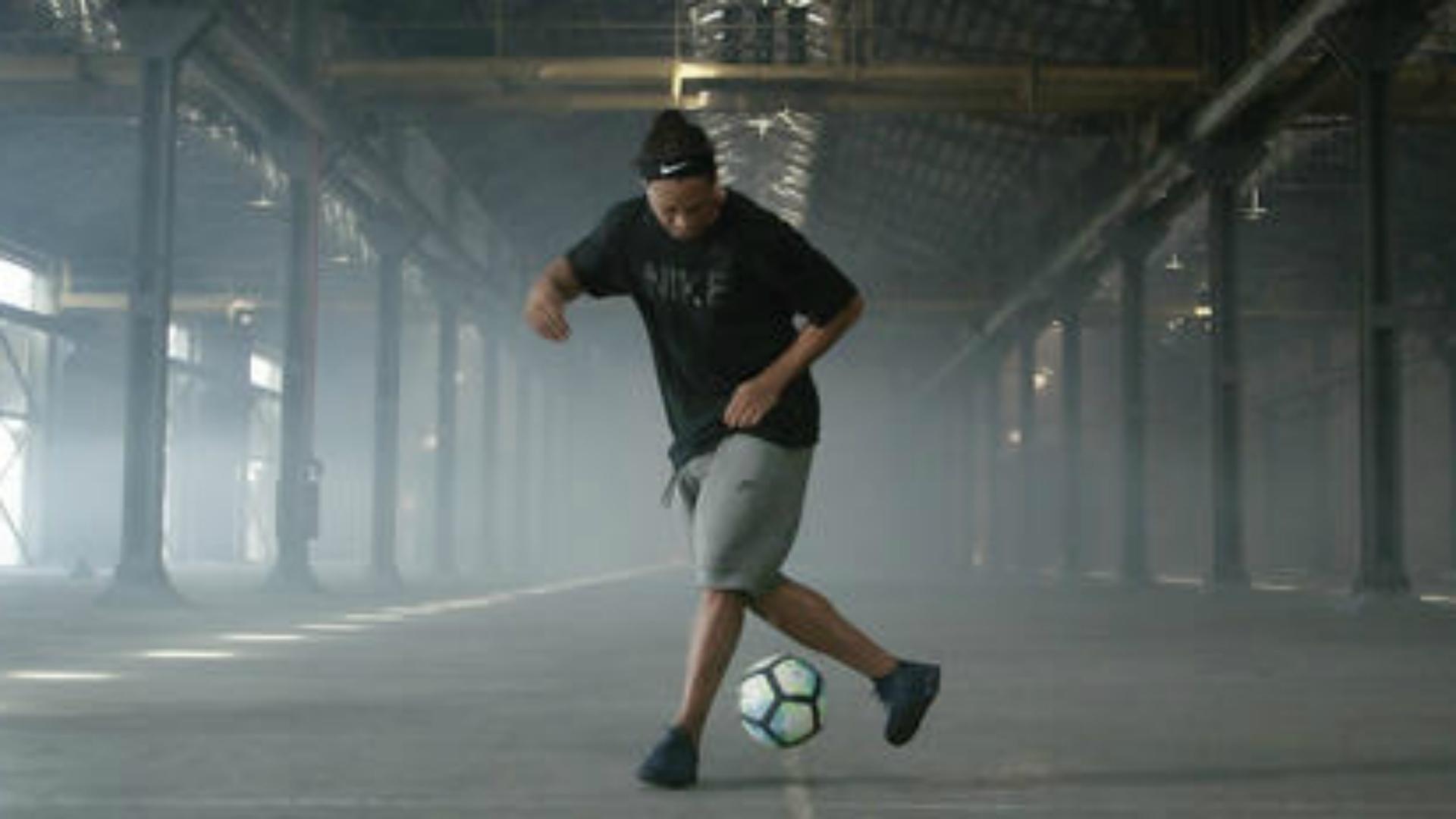 1ded2ead8 Nike lança nova linha de chuteira em homenagem a Ronaldinho Gaúcho ...