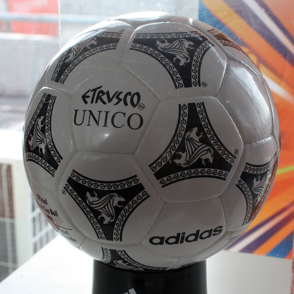 Adidas Etrusco Unico 1990 World Cup ball