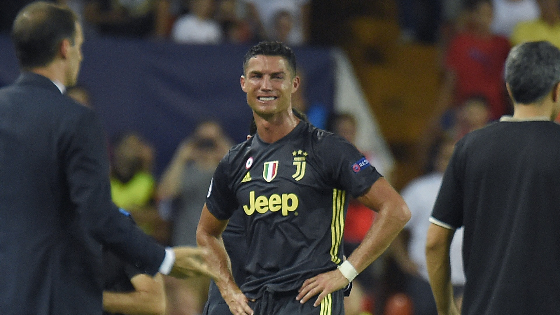 rote karte ronaldo Cristiano Ronaldo sieht beim Champions League Debüt für Juventus