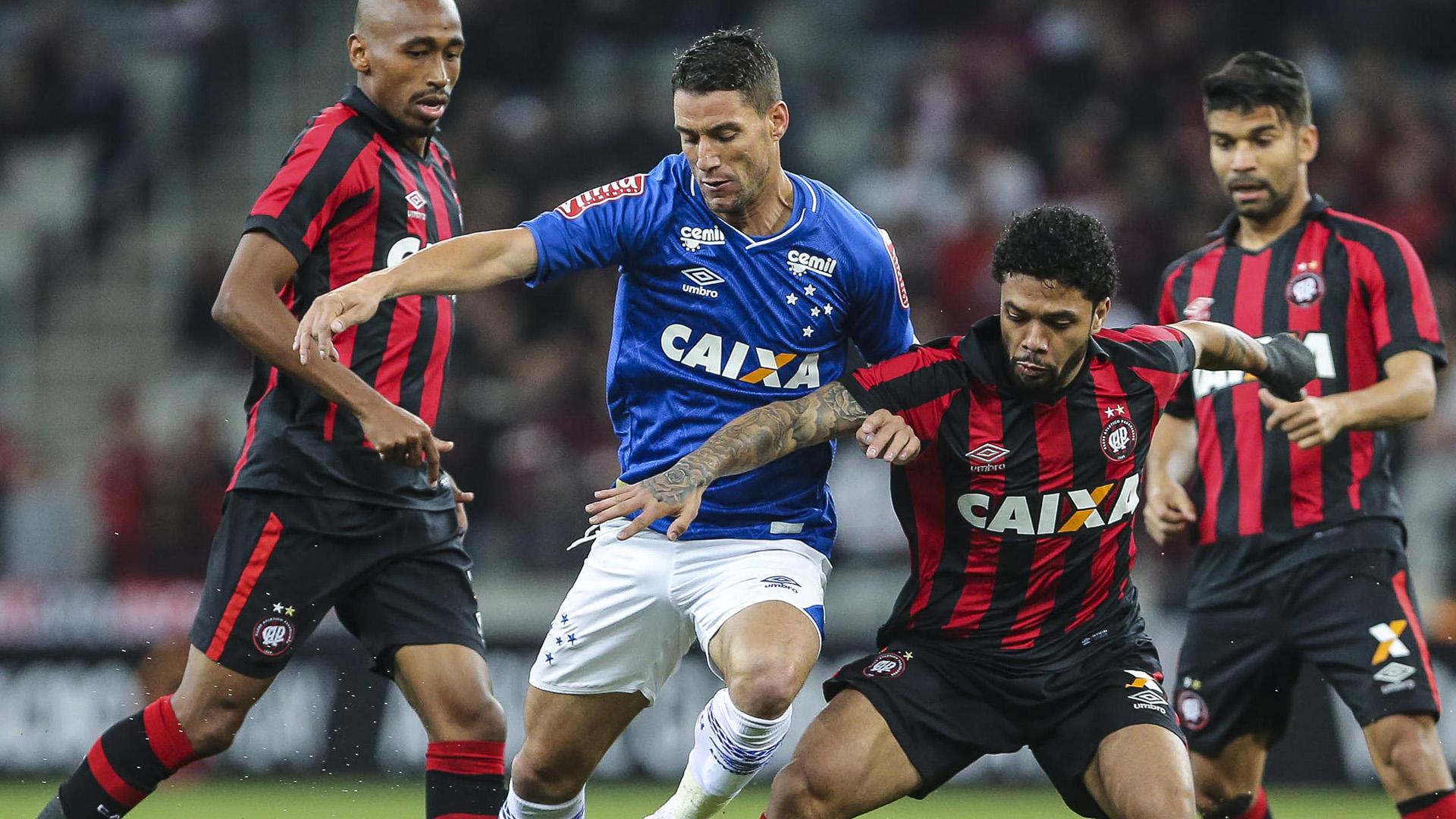 Le milieu brésilien Otavio arrive ce lundi à Bordeaux — Girondins