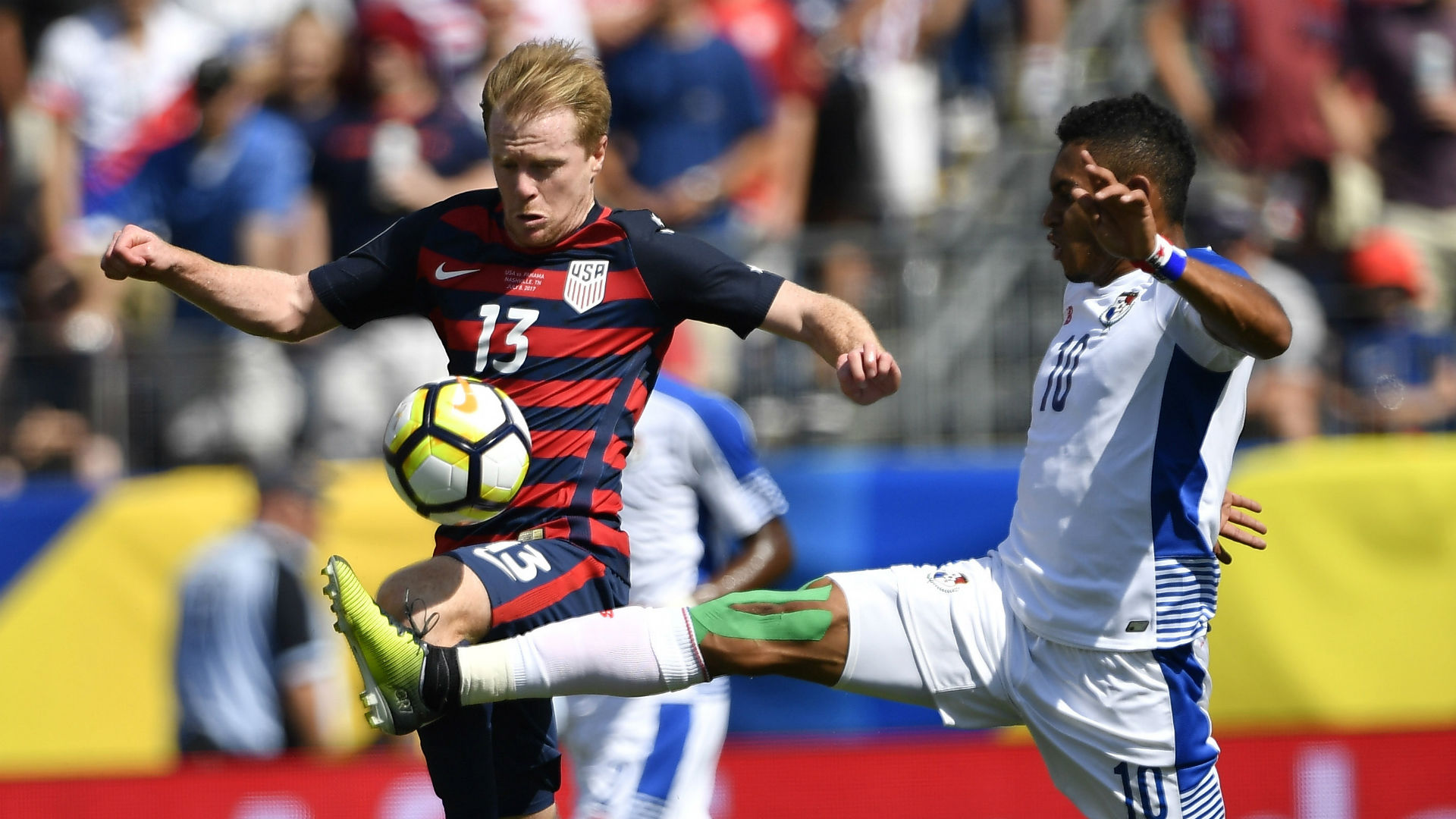 Dax McCarty Ismael Diaz USA Panama Gold Cup