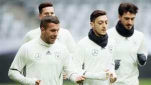 Lukas Podolski Mesut Özil