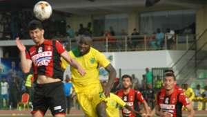 Plateau United vs. USM Alger - Junior Salomon