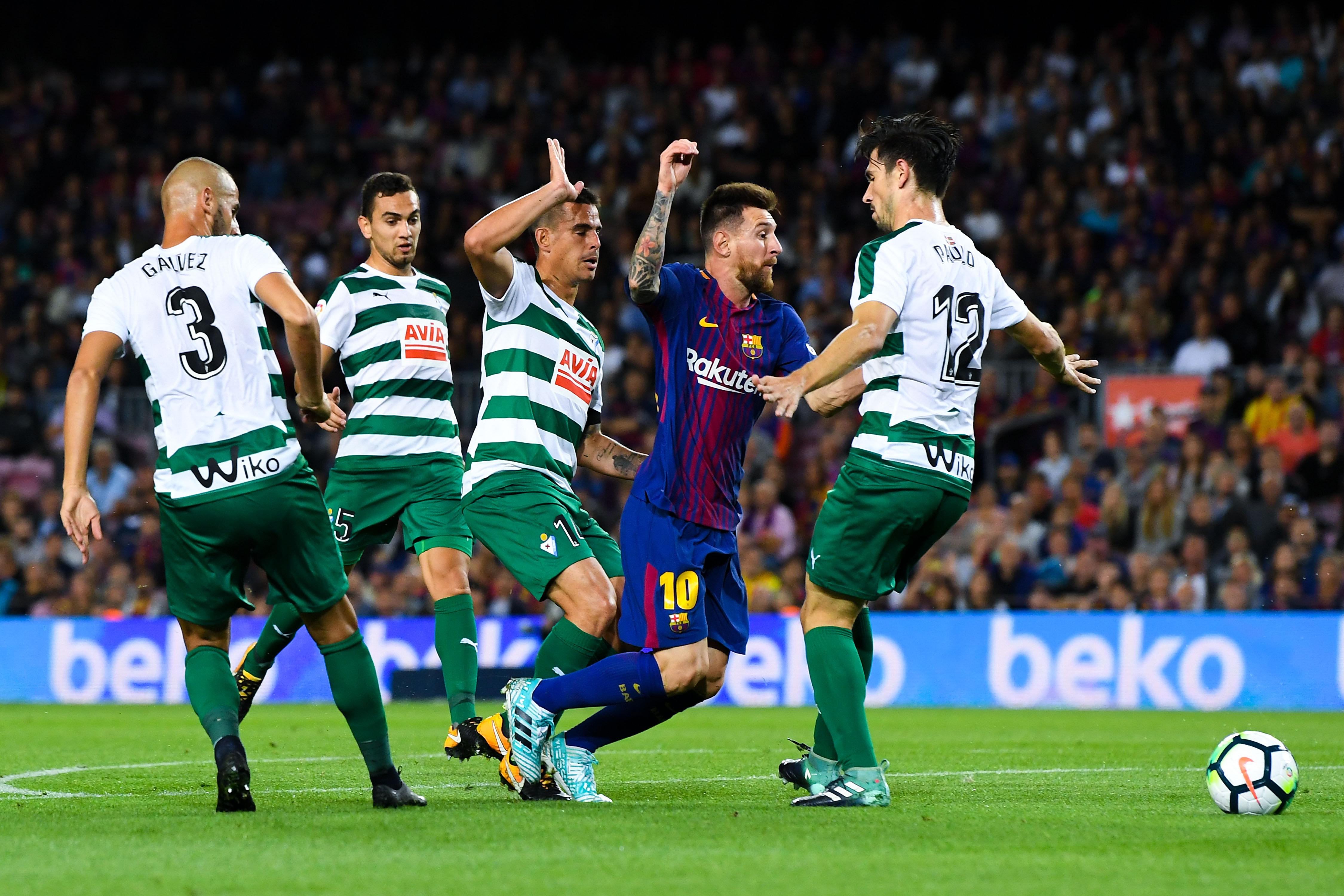 Messi Barcelona Eibar defenders