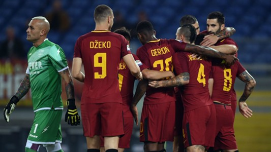 Roma Crotone celebrating Serie A