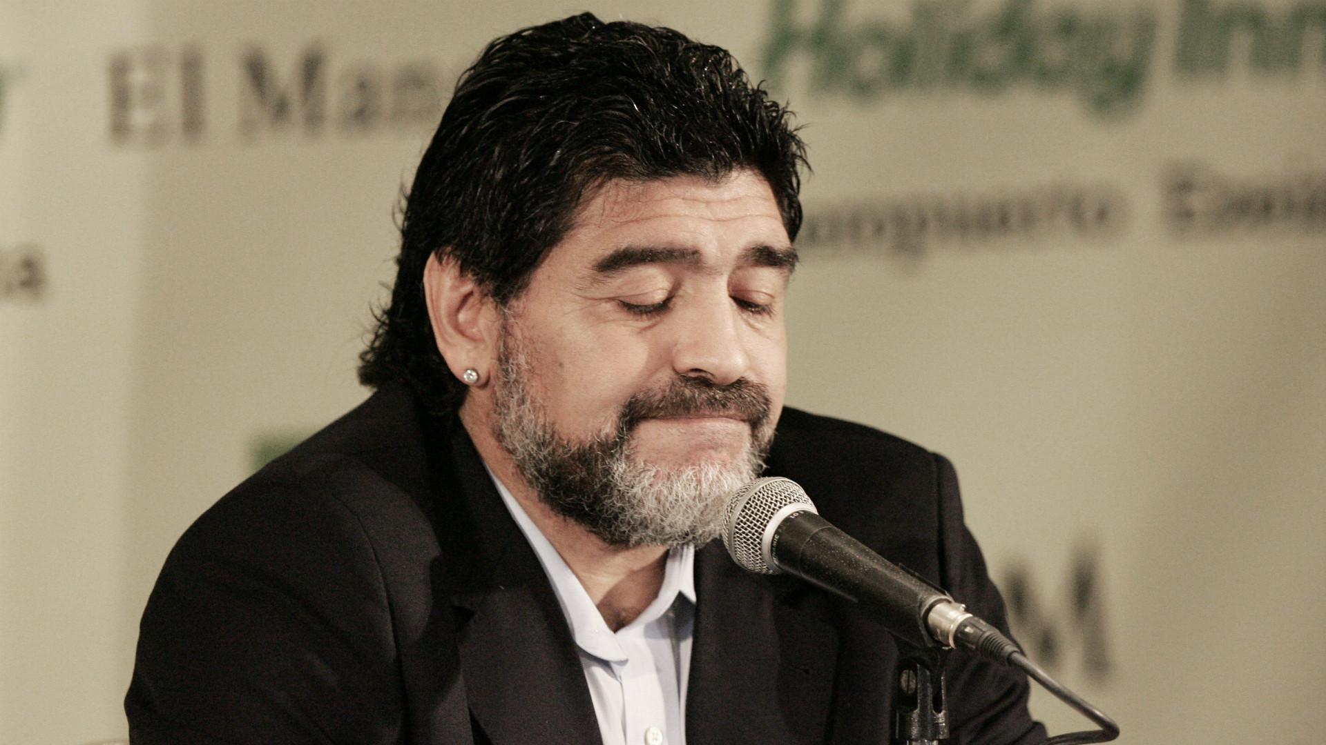 Diego Maradona Seleccion Argentina Renuncia 28072010