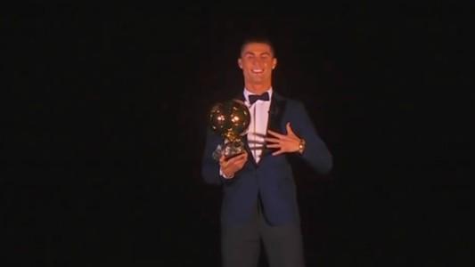 Cristiano Ronaldo Balon de Oro Torre Eiffel