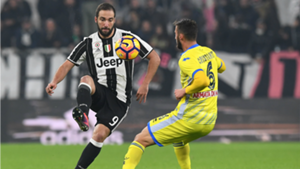 Gonzalo Higuain Bryan Cristante Juventus Pescara Serie A