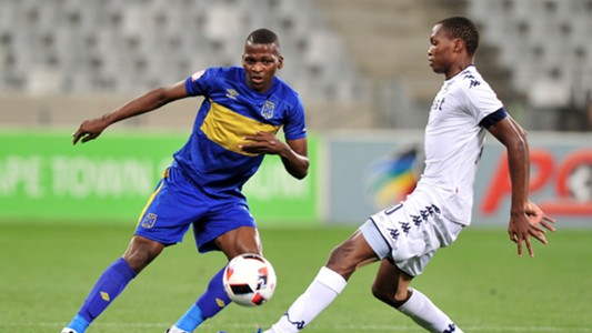 Thamsanqa Mkhize of Cape Town City FC evades challenge from Mokgakolodi Ngele of Bidvest Wits
