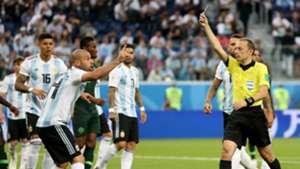 Javier Mascherano Cuneyt Cakir Nigeria Argentina 26062018