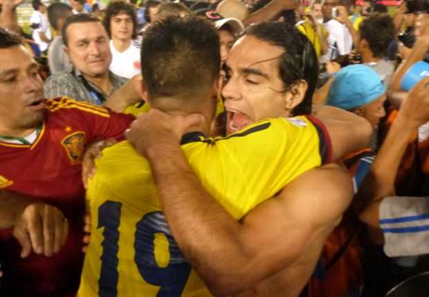 Abrazo Falcao - Teo