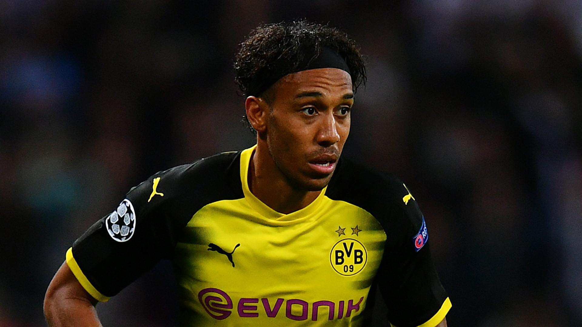Bayern Munich's Lewandowski backs struggling Borussia Dortmund's Aubameyang