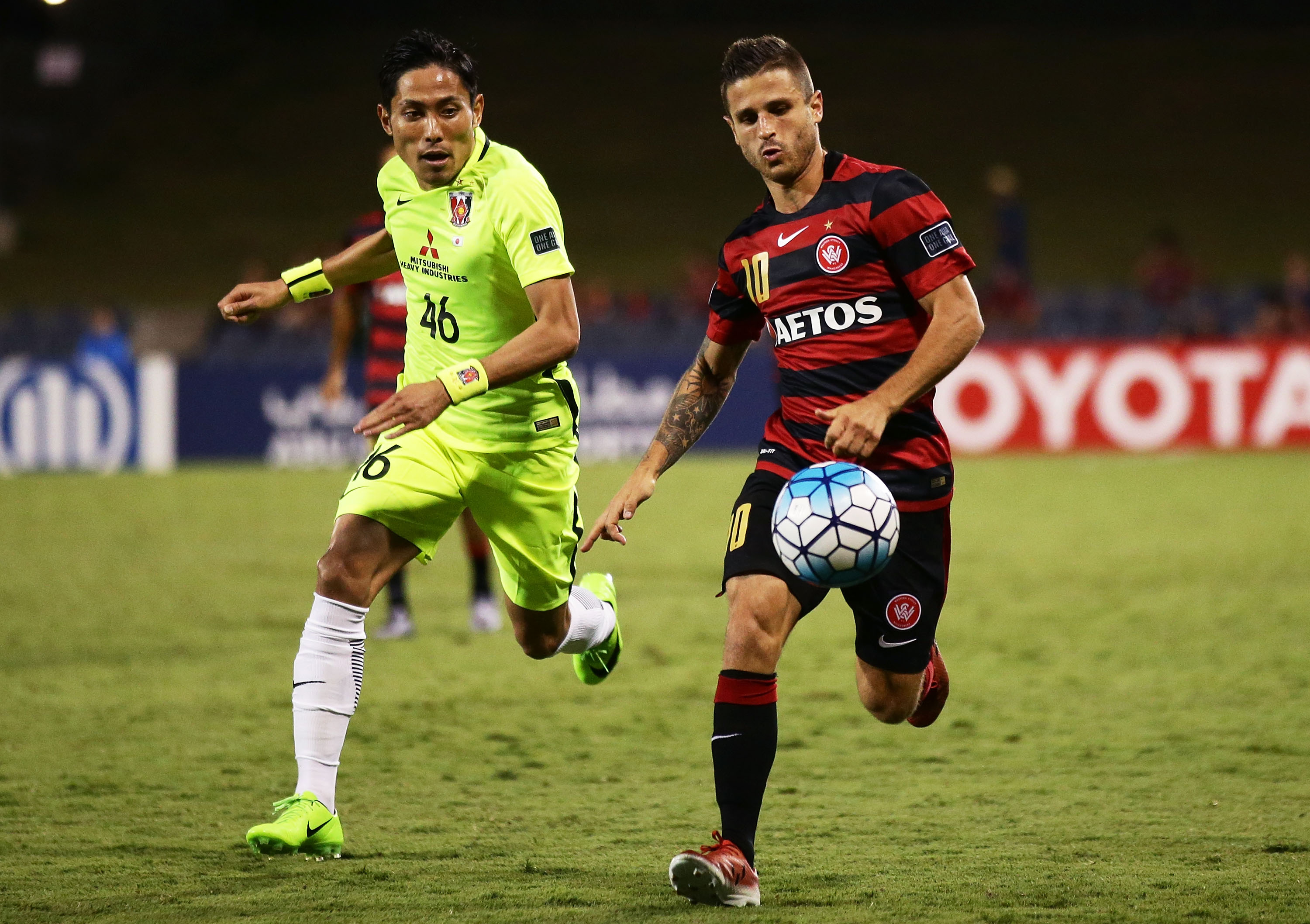 Nicolas Martnez of the Wanderers controls the ball during the AFC Asian Champions League match between the Western Sydney Wanderers and the Urawa Red Diamonds at Campbelltown Sports Stadium on February 21, 2017 in Sydney, Australia.