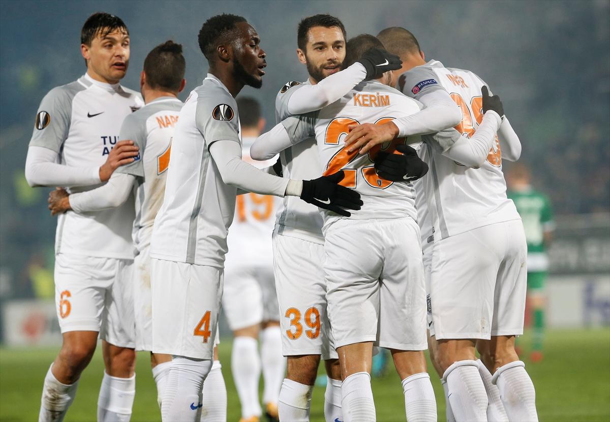 Basaksehir goal celebration 11242017 UEL