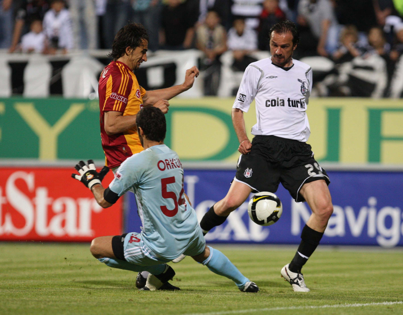 Yusuf Simsek Besiktas Galatasaray Goal Celebration 2009