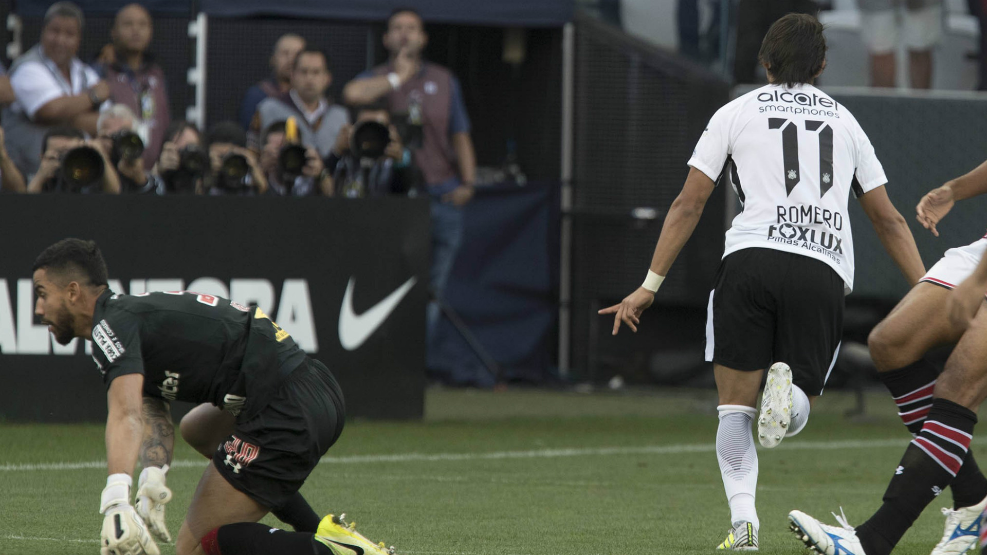 Carille pede 'melhoras' no Corinthians e justifica escolha de Kazim como titular