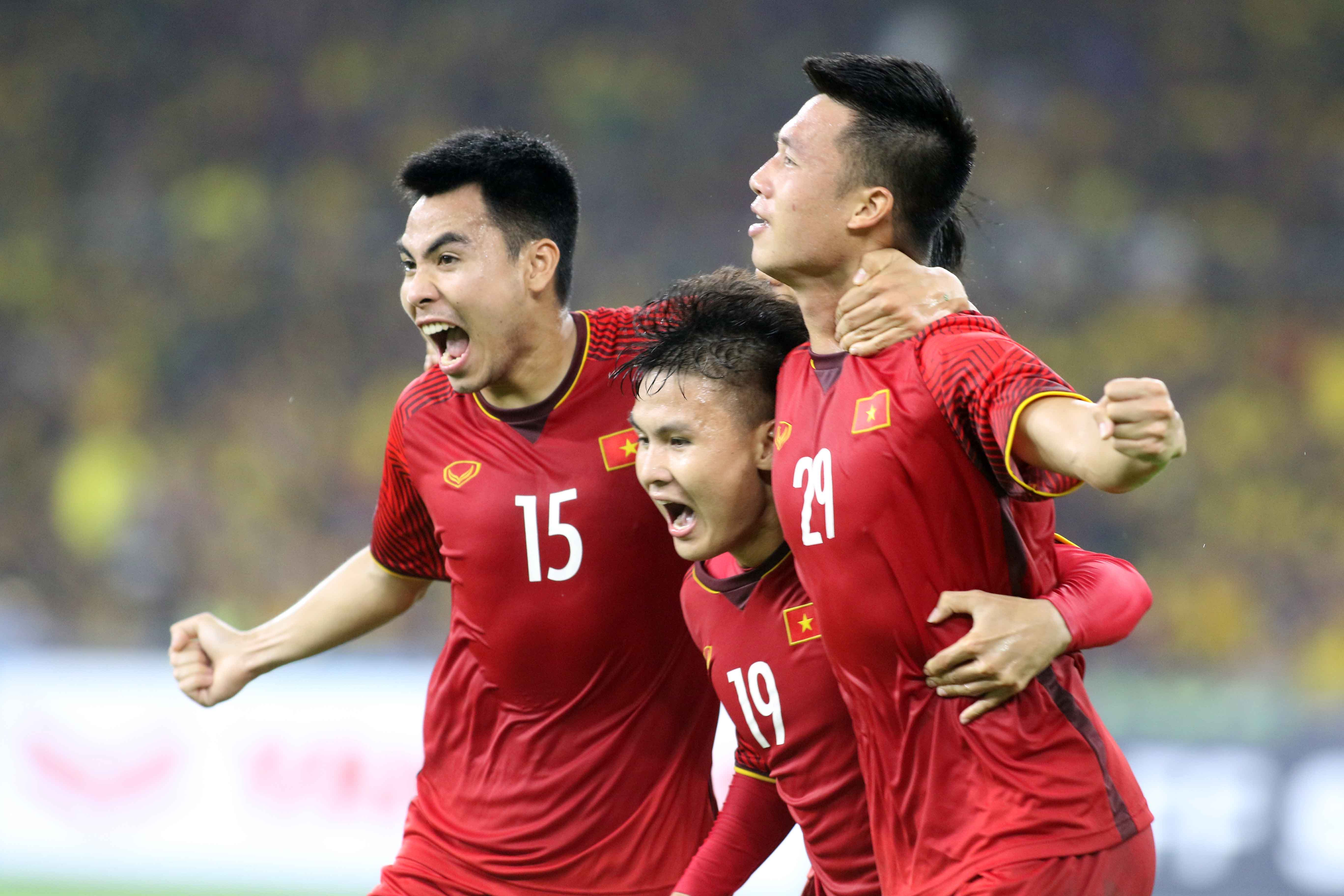 Duc Huy Quang Hai Huy Hung Vietnam Malaysia AFF Cup 2018 (2)