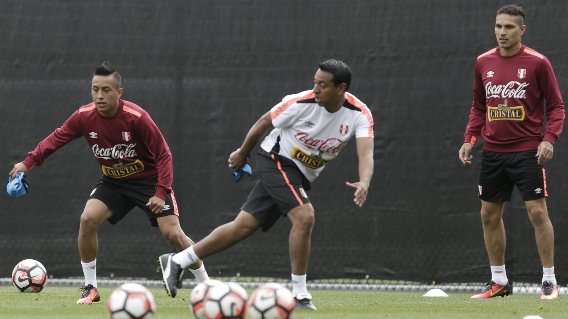 Nolberto Solano Peru entrenamiento Eliminatorias