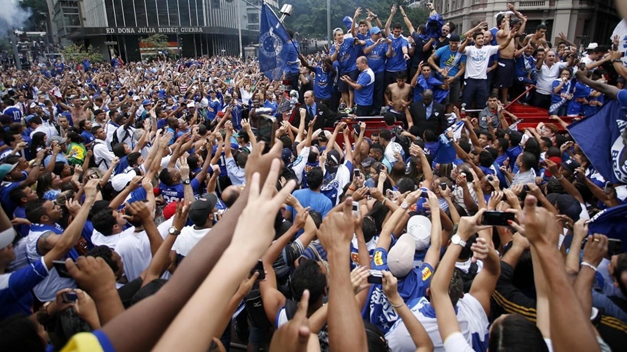 Jogadores do Cruzeiro fazem a festa após hexa da Copa do Brasil