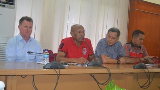 Manajemen Persipura, Benhur Tomi Mano, Peter Butler - Persipura Jayapura