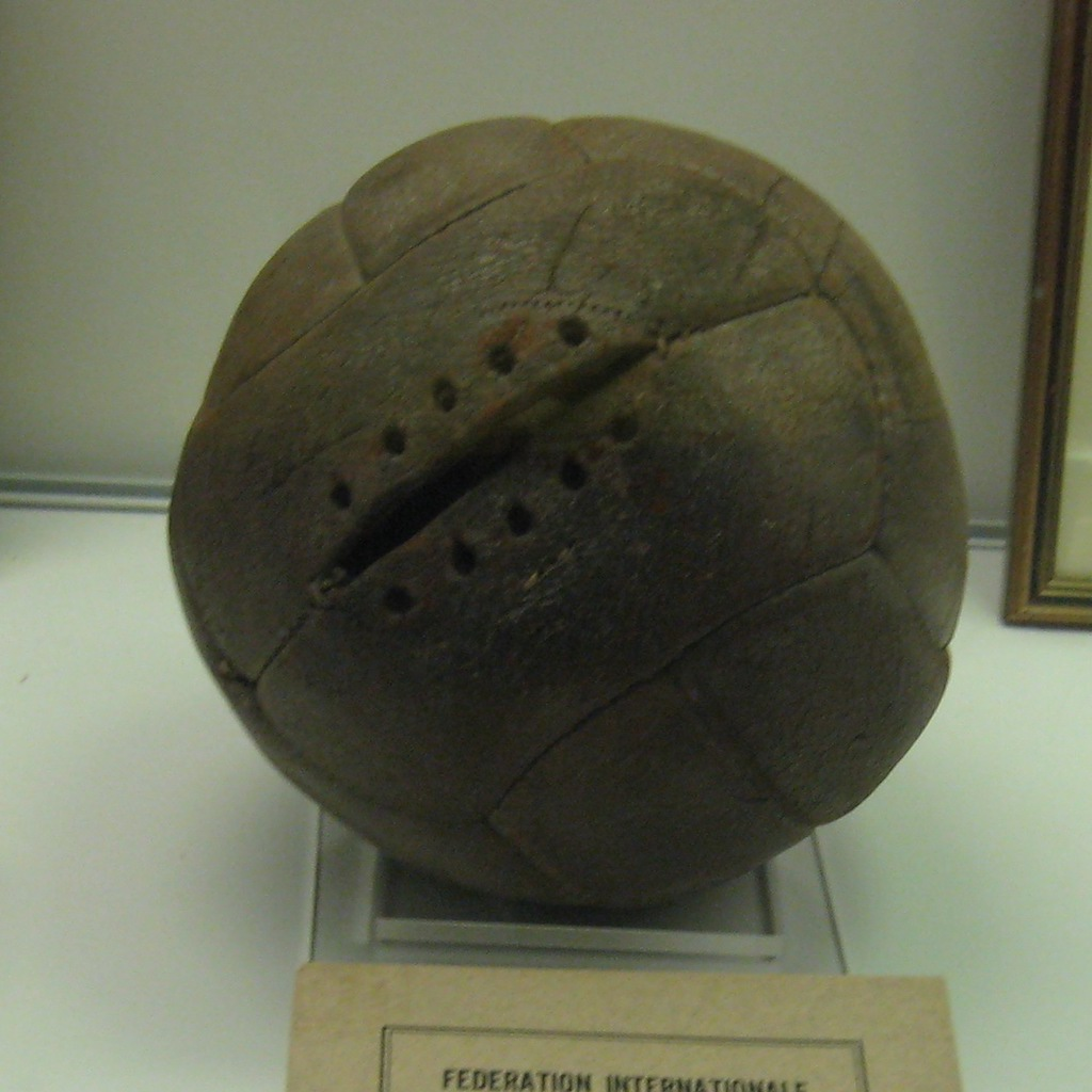 Tiento 1930 World Cup ball