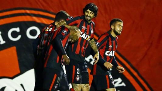 Nikao Lucho Gonzalez Atletico-PR Santos Libertadores 05072017