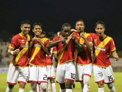 Selangor players celebrate Francis Doe's goal against Pulau Pinang 21/1/2017