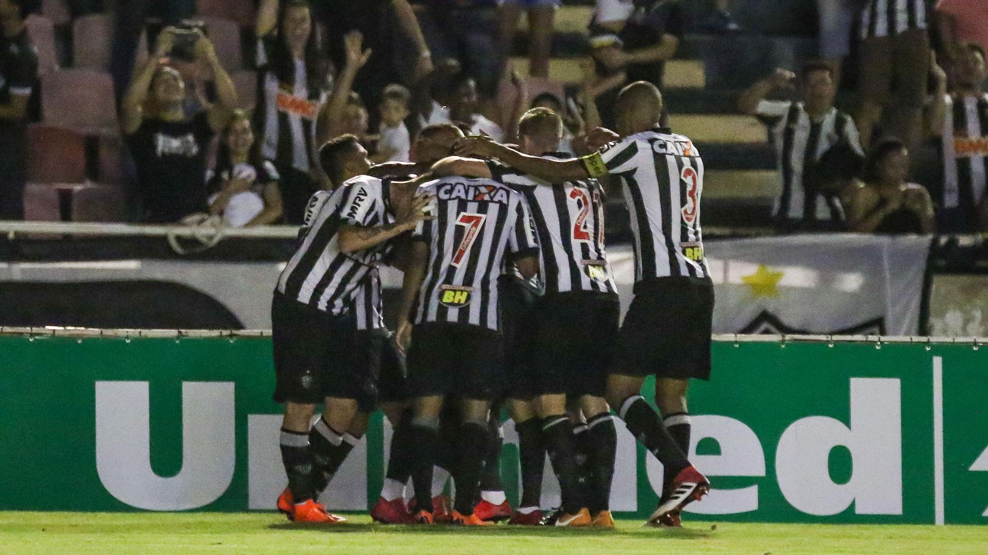 Luan vibra com gol pelo Atlético, mas pede inteligência ao time