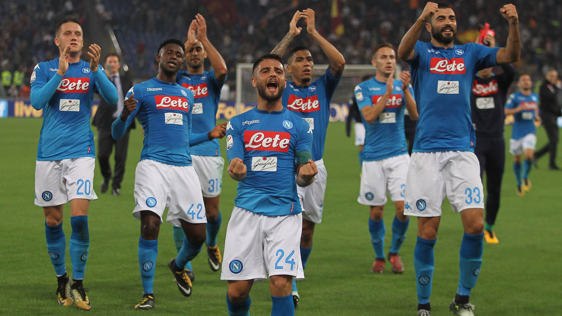 Napoli celebrating vs Roma